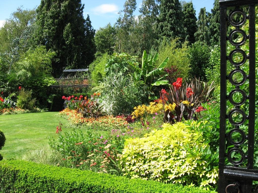 University Park Gardens, Nottingham, Nottinghamshire, NG7 ...